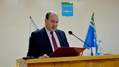 Иван Гришин зачитывает присягу главы района