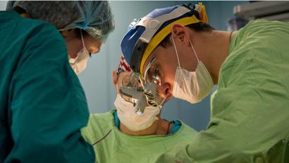 Оперируют врачи-онкологи. Фото Алексея Голышева
