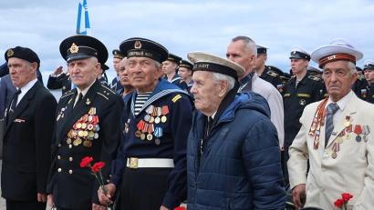 В митинге приняли участие ветераны Северного флота. Фото: пресс-служба губернатора и правительства