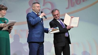 От имени губернатора и правительства региона коллектив колледжа с юбилеем поздравил министр образования и науки Игорь Скубенко