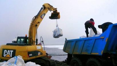 Бойцы «Гандвика» очистили от мусора четыре участка на Земле Александры