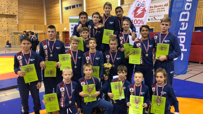 Юные борцы из Архангельска