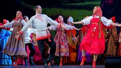 Сегодня Денис Чалых и танцует, и преподаёт: он является педагогом-хореографом малого Северного хора