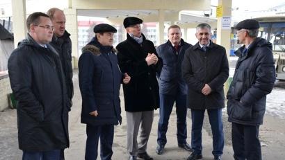 Игорь Левитин посетил морской-речной, автомобильный и железнодорожный вокзалы областного центра