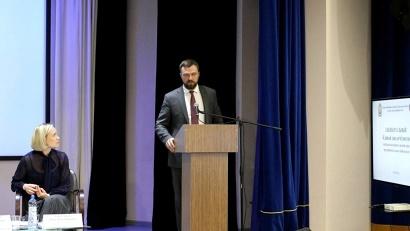 Денис Гладышев акцентировал внимание застройщиков на ряде изменений, внесённых в федеральное законодательство в области долевого строительства