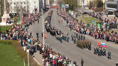 Парадные расчёты Архангельского гарнизона на Троицком проспекте