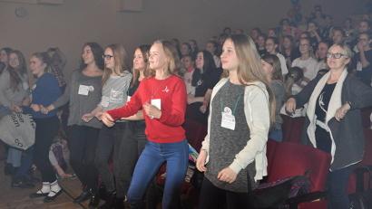 В фестивале принимают участие юные танцоры в возрасте от 10 до 18 лет