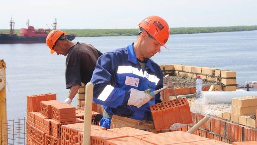 Профессия каменщика требует ювелирной точности