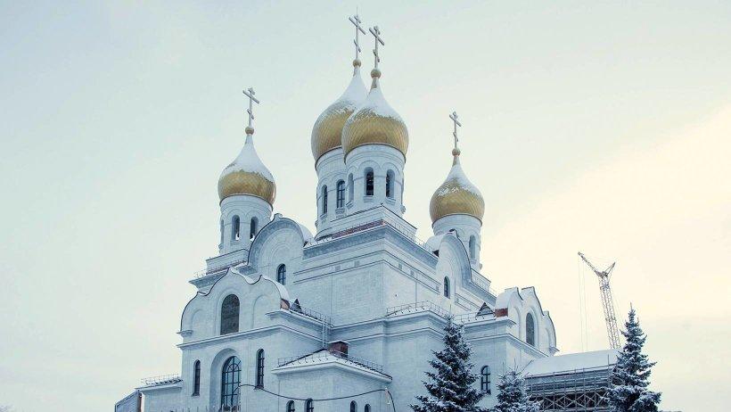 Высота здания до креста на главном куполе – 64,5 м, высота храма от пола до свода купола – 41,6 м, вместимость – 2 000 человек