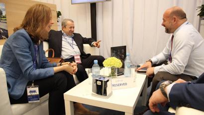 Захар Смушкин представил главе региона нового гендиректора ОАО «Группа «Илим» Ксению Соснину