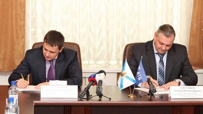 Подписи под документом поставили член правления ВТБ Денис Бортников и председатель правительства Архангельской области Алексей Алсуфьев