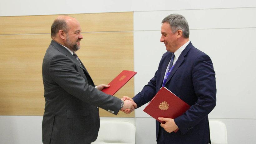 Подписи под документом поставили губернатор Игорь Орлов и руководитель Россвязи Олег Духовницкий