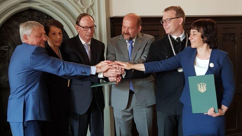 Сотрудничество с фондом супругов Энгель началось в мае 2014 года