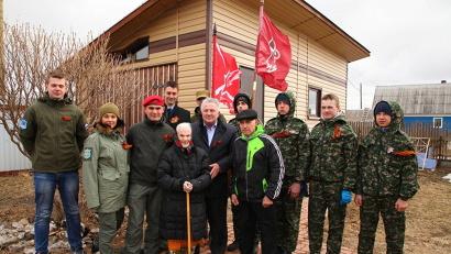 Апполинария Кузнецова вместе с юнармейцами