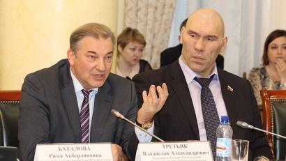 Владислав Третьяк обратил внимание на необходимость появления в Архангельской области новых ледовых арен.