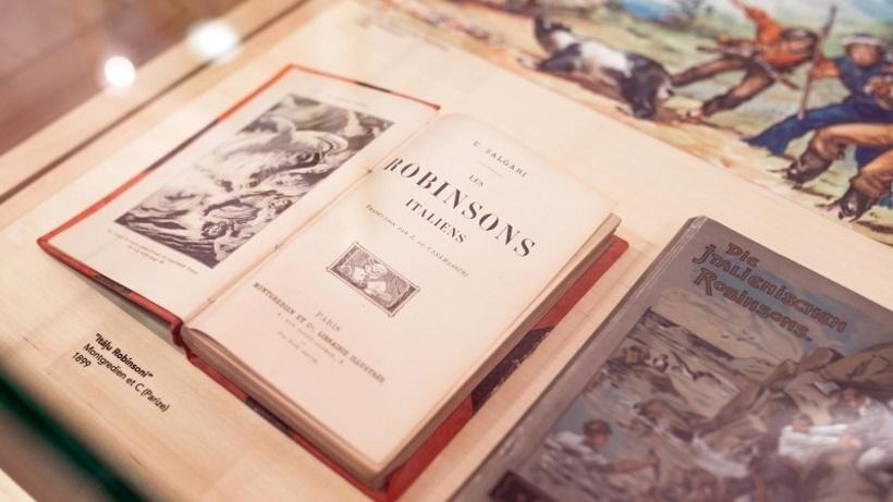 В экспозиции будет представлено около 100 экспонатов, знакомящих с творчеством популярного итальянского писателя XIX века Эмилио Сальгари