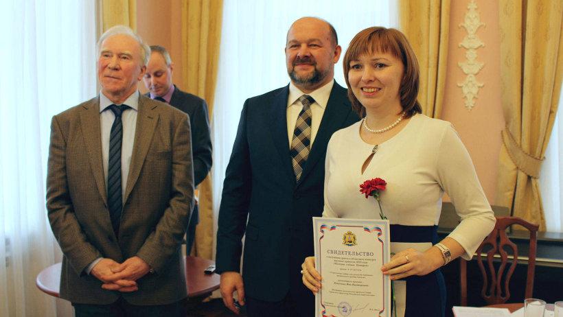 Именные свидетельства победителям специального конкурса вручил губернатор Архангельской области Игорь Орлов