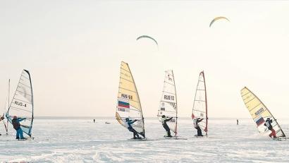 Более 100 участников съехались со всей страны, чтобы открыть сезон на льду Обского моря