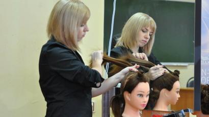 Дарина Зарубина представит Архангельский торгово-экономический колледж в компетенции «Парикмахерское искусство»