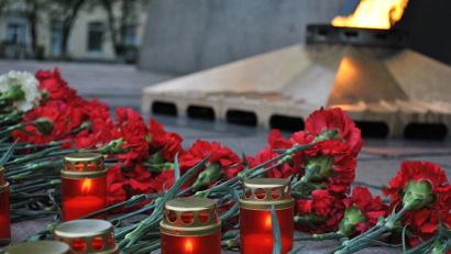 В рамках всероссийской акции «Свеча памяти» были зажжены поминальные свечи, выложенные в виде цифры «1418»