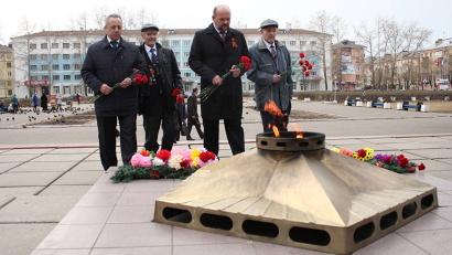 На городском мемориале Победы недавно заменили обрамление Вечного огня