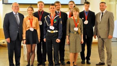Семь победителей регионального отборочного этапа гуманитарной олимпиады «Умницы и умники»