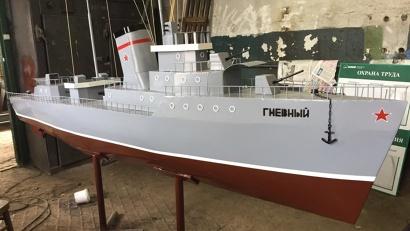 В рамках проекта на территории дома-музея планируется установить новый мемориальный знак в виде макета корабля