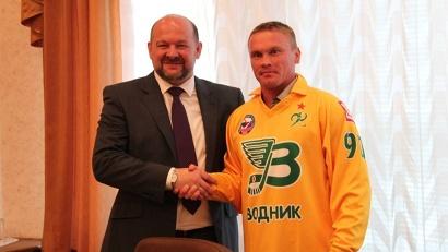 Игорь Орлов поздравил Александра Тюкавина с возвращением в родную команду