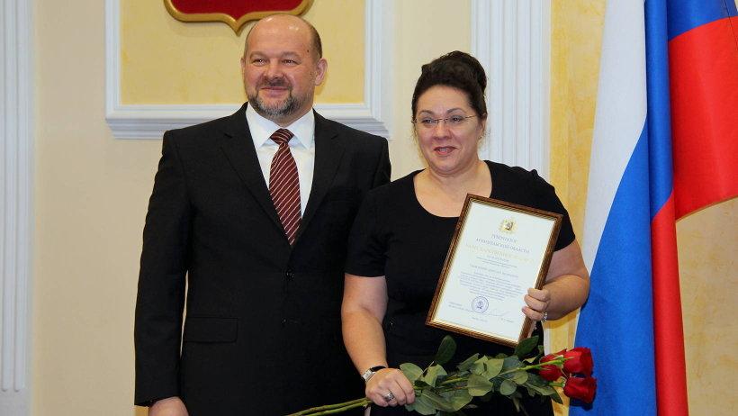 Благодарственное письмо губернатора за победу в федеральном конкурсе получила представитель ограночного производства Галина Попова