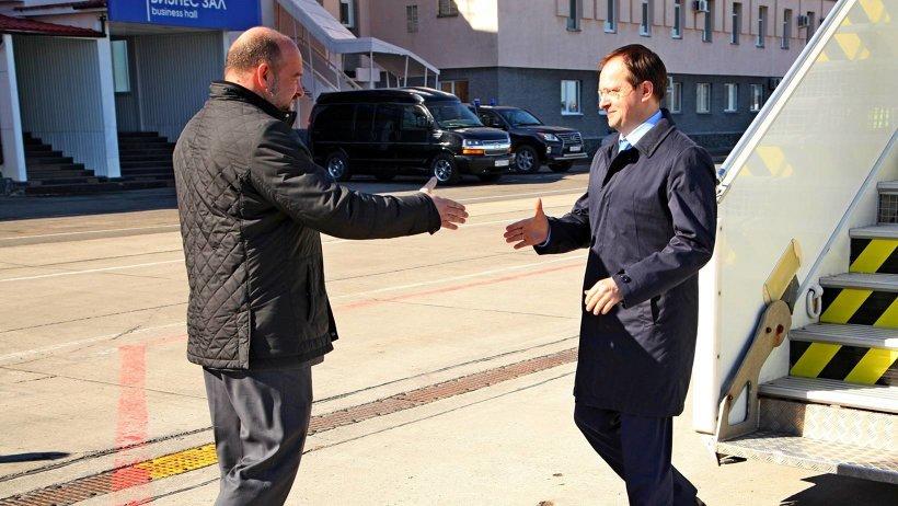 В аэропорту министра встречал глава Поморья Игорь Орлов