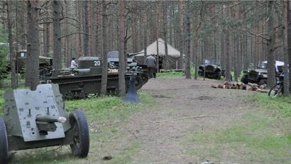 Территория форума оформлена в военном стиле