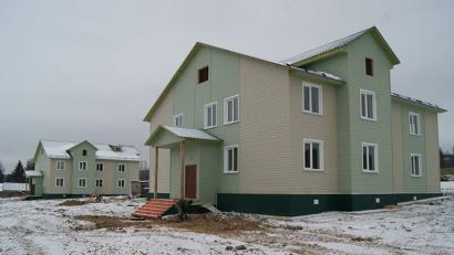 Новые дома - настоящее украшение деревни. Фото газеты «Устьянский край»