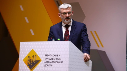 Евгений Дитрих: «Нацпроект включает работы по региональным и межмуниципальным дорогам, снижение аварийности и смертности в результате ДТП»