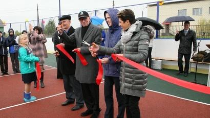 Построили универсальную спортплощадку на средства фонда супругов Энгель – меценатов из Германии