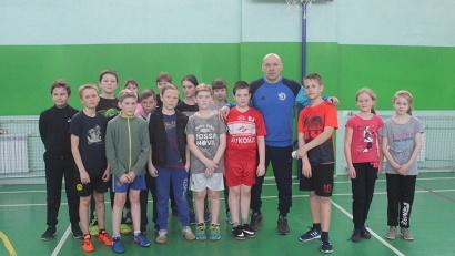 Холмогорскую школу  в рамках акций «Зарядка с чемпионом» и «Я выбираю спорт» посетил Игорь Гапанович