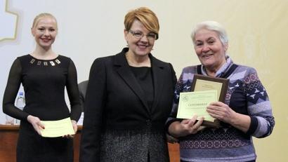 Министр по местному самоуправлению и внутренней политике Наталья Кадашова вручила дипломы победителям конкурса «Лучший ТОС Архангельской области 2014 года»