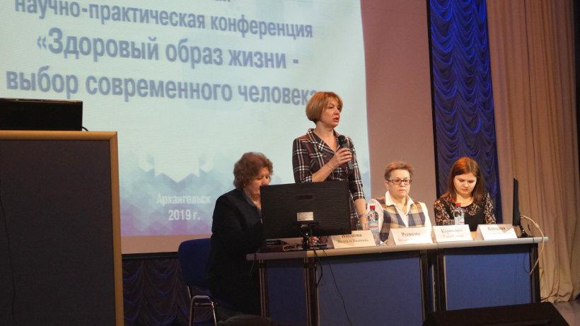 Заместитель министра здравоохранения Архангельской области Татьяна Русинова приветствует участников форума