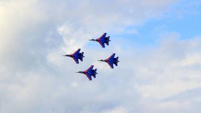 «Русские витязи» в небе над Архангельском