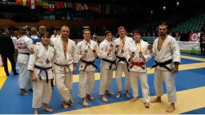 Александра Иванова в составе российской сборной (в центре)