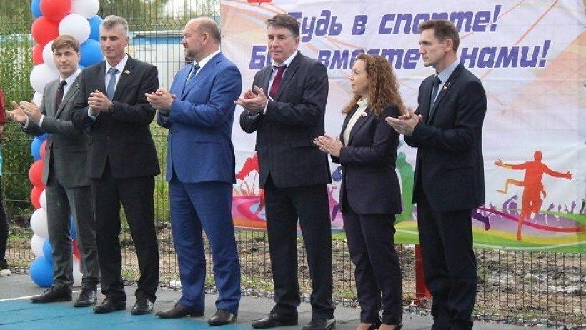 В Коноше личное участие в открытии универсальной игровой площадки принял губернатор Архангельской области Игорь Орлов