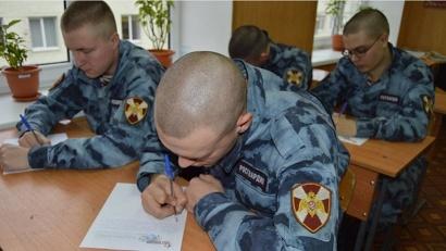 Солдаты Росгвардии написали письма своим мамам