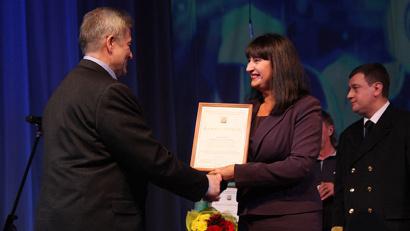 Ирина Бажанова поблагодарила ветеранов и коллектив образовательного учреждения за многолетний самоотверженный труд
