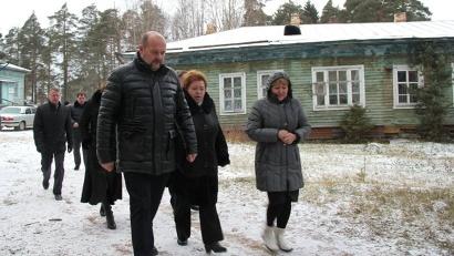 Игорь Орлов осмотрел территорию и здания Виноградовской центральной районной больницы