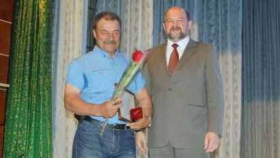 Временно исполняющий обязанности губернатора Игорь Орлов вручил Почётные грамоты лучшим сотрудникам «УЛК»