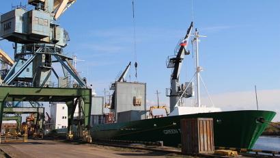 Грузовое судно доставило в порт Архангельск около двух с половиной тысяч тонн рыбной продукции