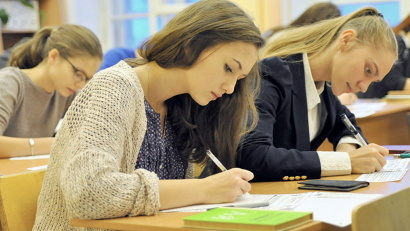 Более 5500 выпускников школ Поморья писали сегодня сочинение или изложение