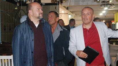 Сергей Пятовский провел экскурсию по открывшемуся пункту. Фото газеты «Вельские вести»