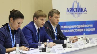 Семён Вуйменков выступил с докладом о дополнительной нагрузке по «северным льготам» и её компенсации. Фото пресс-центра форума