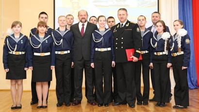 Визит в одно из передовых образовательных учреждений региона был приурочен к Дню защитника Отечества