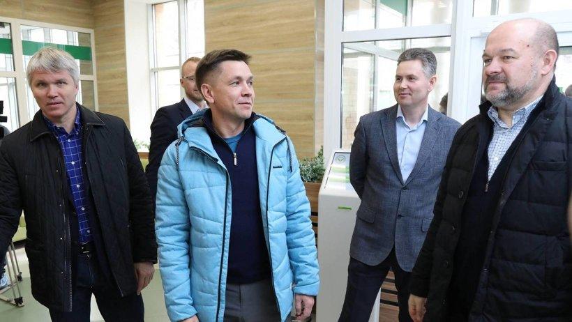 Павел Колобков, Константин Носков и Игорь Орлов побывали в центральной районной поликлинике